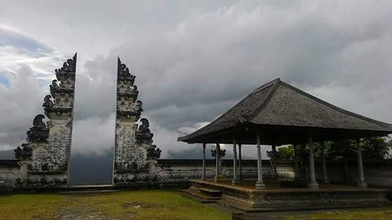 Керобокан, Индонезия: Heavan gate bali that location east of bali lempuyang temple, lets explore art,culture with bali