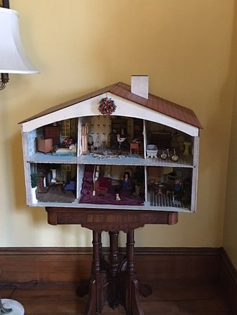Chesapeake City, MD: Doll House set up for Christmas.