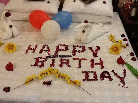 هوتل صن ستار جراند: Rose petals for my Birthday