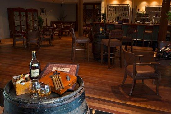Kuramathi Island Resort: Havana Club Wine & Cigar Bar