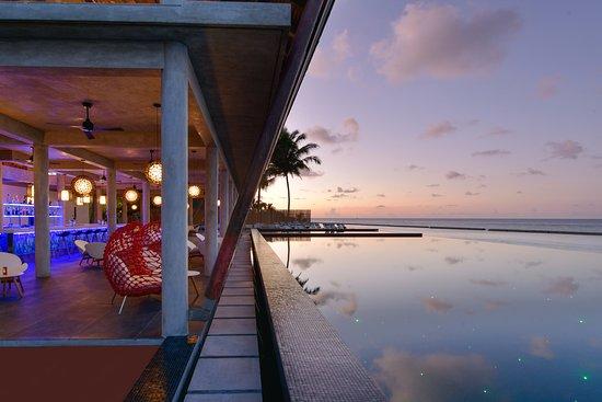 Kuramathi: Laguna Bar and Infinity Pool