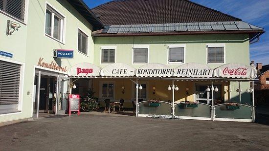 Eberndorf, Österreich: Aussenansicht ohne parkende Autos, selten!