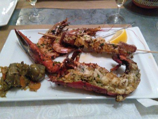 Mirande, Francja: le homard, la brochette de thon rouge, les gambas