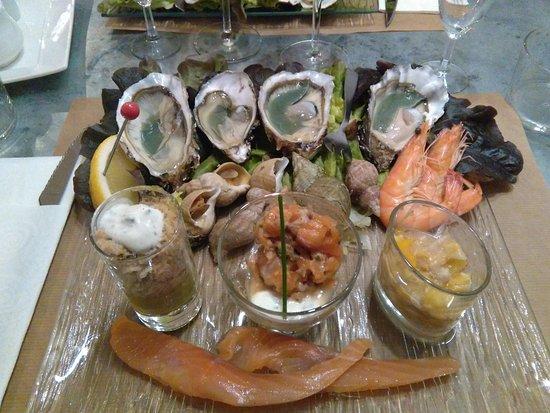Mirande, Francja: les fruits de mer, le saumon fumé maison, et les verrines de poisson