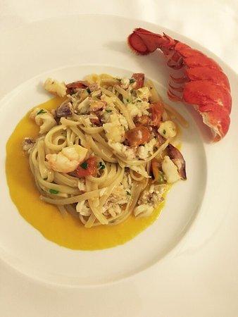 Fiumefreddo di Sicilia, Italy: eccellente ristorante con superba qualità di pesce, maestria del cuoco e garbo del personale. Di