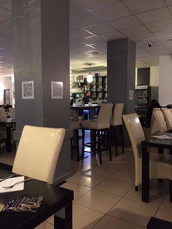 Saint-Apollinaire, France : L'intérieur du restaurant