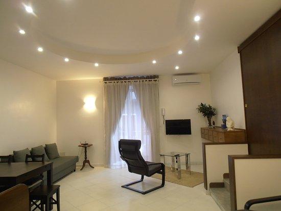 La Residenza Napoli Short Lets Apartments: Soggiorno