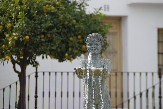 Plaza Espana Benalmadena: Close up of the fountain