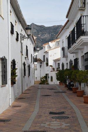 Plaza Espana Benalmadena: Typical Mijas Street