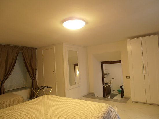 La Residenza Napoli Short Lets Apartments : Camera da letto