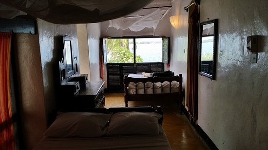 Shella Pwani Guest House: view of 2 beds in room #4