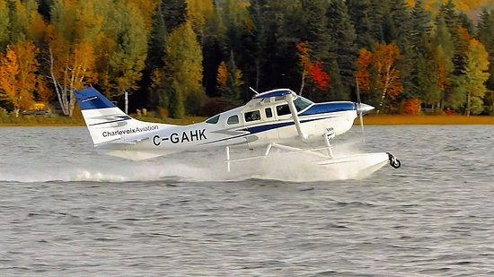 Saint Aime Des Lacs, แคนาดา: Cessna 206 C-GAHK au décollage du Lac Nairne, dans Charlevoix, à destination de Tadoussac.