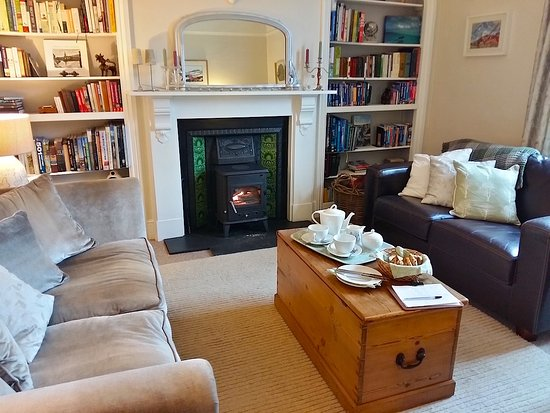 Llandogo, UK: Cosy sitting room with wood fire
