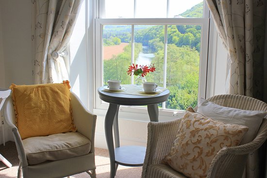 Llandogo, UK: Daffodil room - a room with a view