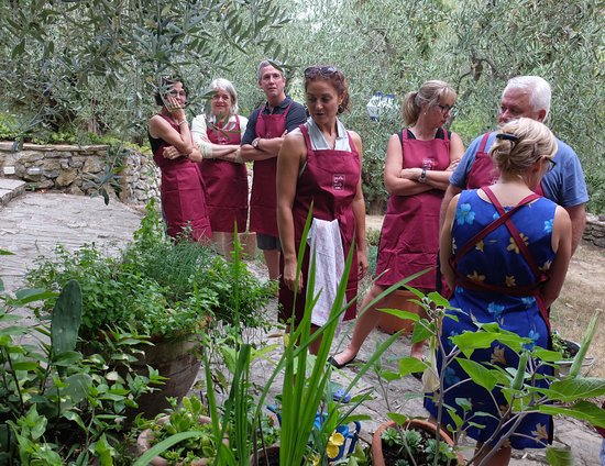 TuscanyEx Day Tours: Cooking class, pause dans le jardin