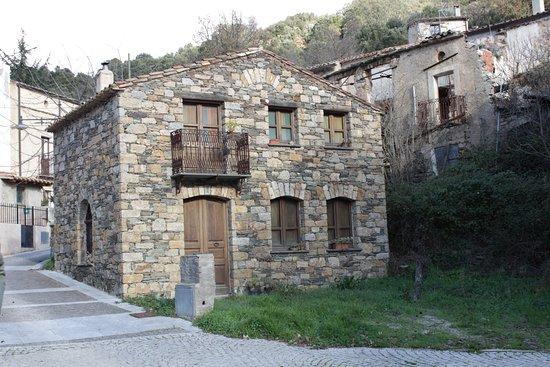 Sadali escursioni italien omd men tripadvisor for Case in pietra e tronchi