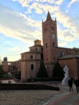 Asciano, Italia: A great Abbey to visit as it is is also a Vineyard too. Wine tasting is available and highly rec