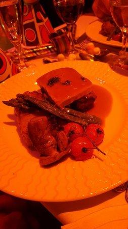 Hotel Leonard de Vinci : pavé de boeuf avec tranche de foie gras  asperges et gratin