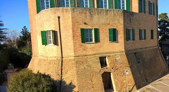 Monterado, Italia: Esterno del castello visto dagli appartamenti.