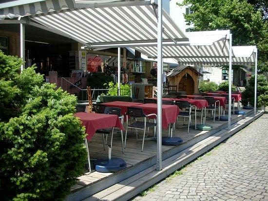 Langenthal, Suiza: Terasse vom grusige Lade