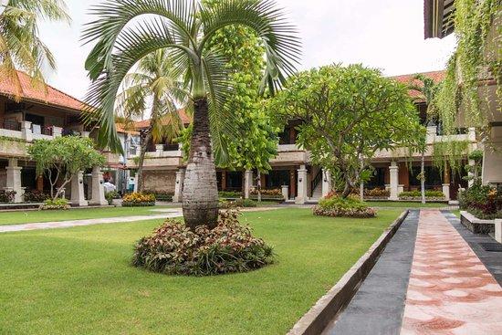 Kuta Beach Club Hotel: hinterer Bereich der Anlage