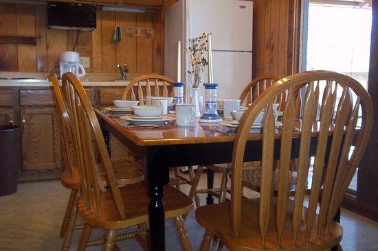 Golden Arrow Resort: Chalet dining room