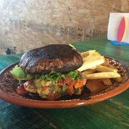 Metepec, Mexico: Hamburguesa portobello (alambre de champiñones, cebolla y pimiento con guacamole)