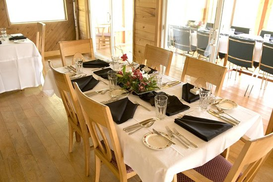 Rose Valley Lodge & Restaurant: Our dining can accommodate up to 56 people for private functions.