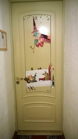 Бутик-отель Рахманинов: Jokaisen huoneen ovessa on taidetta