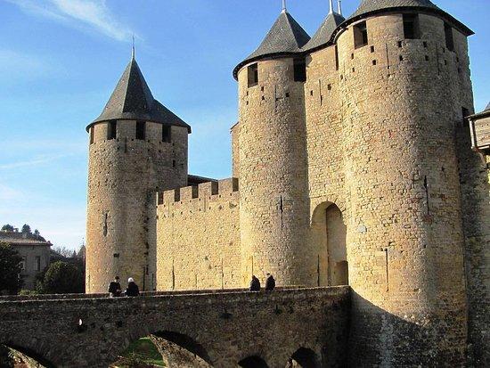 La porte narbonnaise picture of chateau comtal for Porte narbonnaise