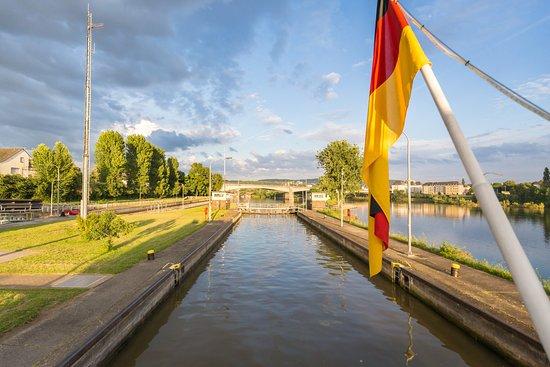Vallendar, Germany: Schleuse Koblenz - Fahrt auf die Mosel