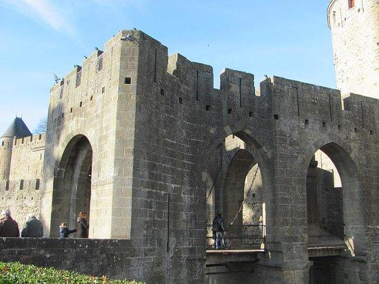Le pont levi de la porte narbonnaise picture of chateau for Porte narbonnaise