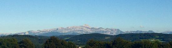 Wil, Schweiz: Nachdem sich die Wolken verzogen haben. Santis ohne Hut...