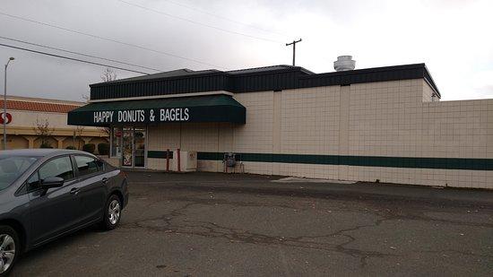 Ukiah, CA: Side of building where front door is located.