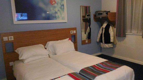 Travelodge London Hackney Hotel: La Camera Ha Gli Appendiabiti E Non  Lu0027armadio,