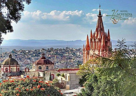 Hacienda de Las Flores: Vista Parroquia-Hotel