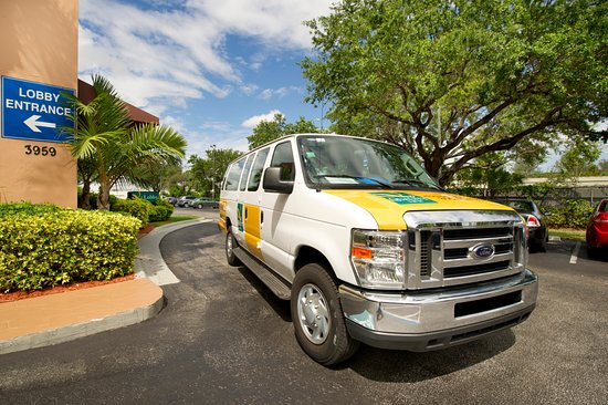 Quality Inn Miami Airport: Airport Shuttle  BUS