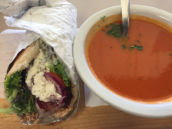 Grand Forks, Kanada: Pulled chicken Gyro with Rustic tomato basil soup
