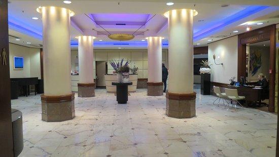 Le Meridien Parkhotel Frankfurt: opulent interiors of hotel