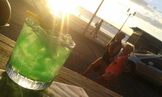 Howler Bar & Restaurant: En definitiva mi mayor pasion entrar a la barra y compartir el #Keepmixing #JavierLty 😎😎