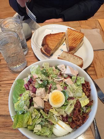 Corte Madera, CA: Cobbler salad and the Cheddar grilled cheese.