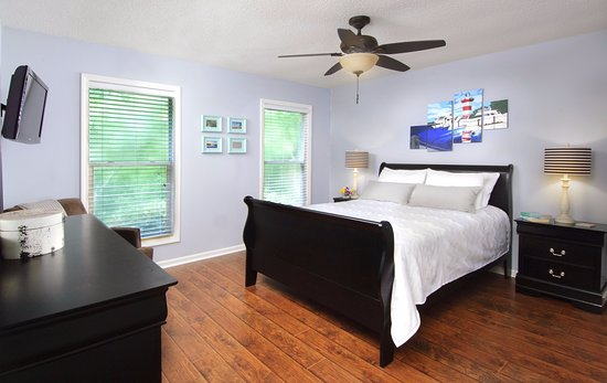 Hilton Head Health: Our villas include provide private accommodations for guests. Villa decor may vary.