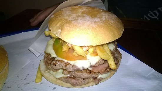 Paninoteca Kamelot: Paragonare questa meraviglia a certi hamburger surgelati è assolutamente assurdo.