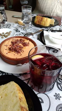 Provincia de Córdoba, España: Salmorejo, tinto de verano, tortillas de patata
