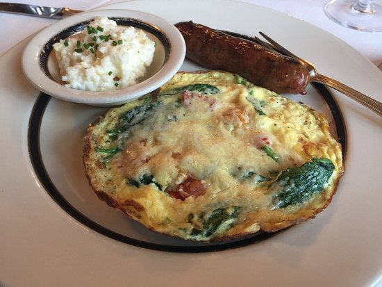 Wentworth Mansion: Amazing frittata with al dente grits at Circa 1876 complimentary breakfast!
