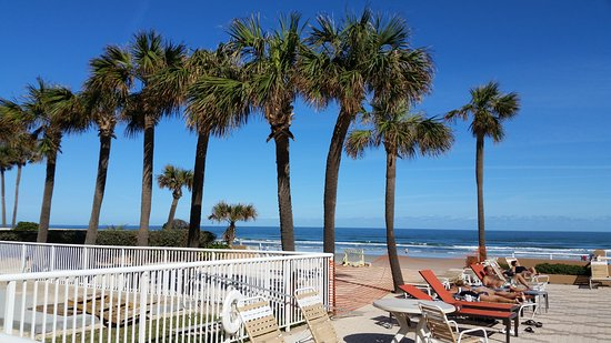 Holiday Inn Hotel & Suites Daytona Beach: View facing east north side of pool area.