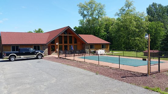 Oswego, NY: Main Lodge and Pool