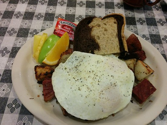 Slinger, WI: Corned beef hash and fried egg