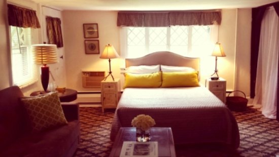 Cromwell Manor Historic Inn: Hambleton Guestroom