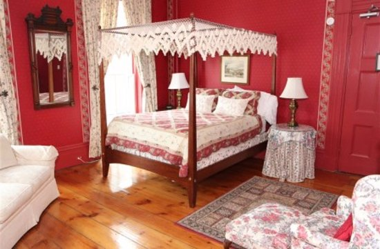 Cromwell Manor Historic Inn: Canterbury Guestroom